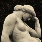 """Plastik– """"Die Ruhende"""" von Richard Engelmann"""