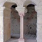 Romanisches Zwillings- Rundbogenfenster