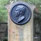 Grabsteine für Martin Tonndorf (1801–1873) und Karoline Tonndorf (1800–um 1870)