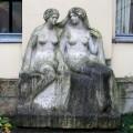 """Skulptur — """"Zwei Schwestern"""" von Richard Engelmann – Vorzustand"""