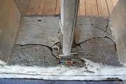 Romanisches Zwillings- Rundbogenfenster — Vorzustand, Detail Sohlbank