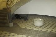 Am 7.2.2016 wurde EVA im Foyer der Bauhaus-Universität Weimar mutwillig umgestoßen und stark beschädigt (Foto: Polizei)
