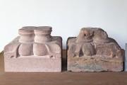 Romanisches Zwillings- Rundbogenfenster —  rekonstruierte Basis (links) und historische Basis
