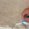 Verschluss bzw. Anböschung an einem ägyptischen Relief – Oberflächenformulierung der Steinergänzungsmasse