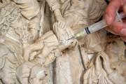 """Epitaph des Heinrich von Bünau – Relief """"Grablegung"""", konservatorische und restauratorische Oberflächenverschlüsse"""