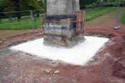 Obelisk auf dem sowjetischen Ehrenfriedhof in Weimar Belvedere – neues Fundament und Betonplatte